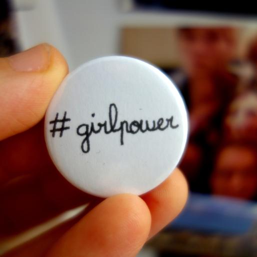 girlpower_badge_rond_CePresentEstPourToi