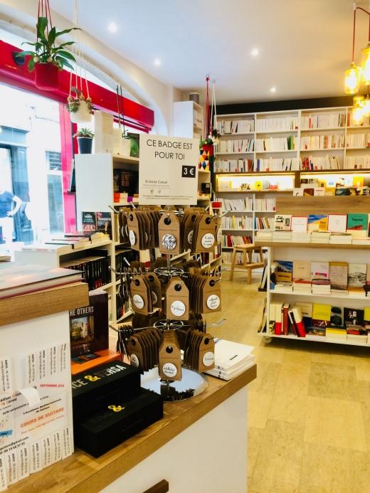 Librairie_LesGrandesLargeurs_Arles_badges_cepresentestpourtoi