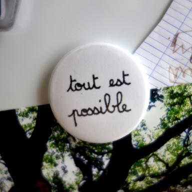 Tout_est_possible_magnet_rond_CePresentEstPourToi